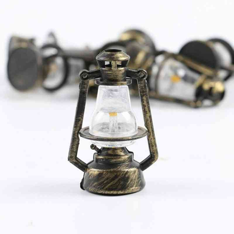 1:12 Mini Oil Lamp - Decor , Pretend Play Toy For Doll House