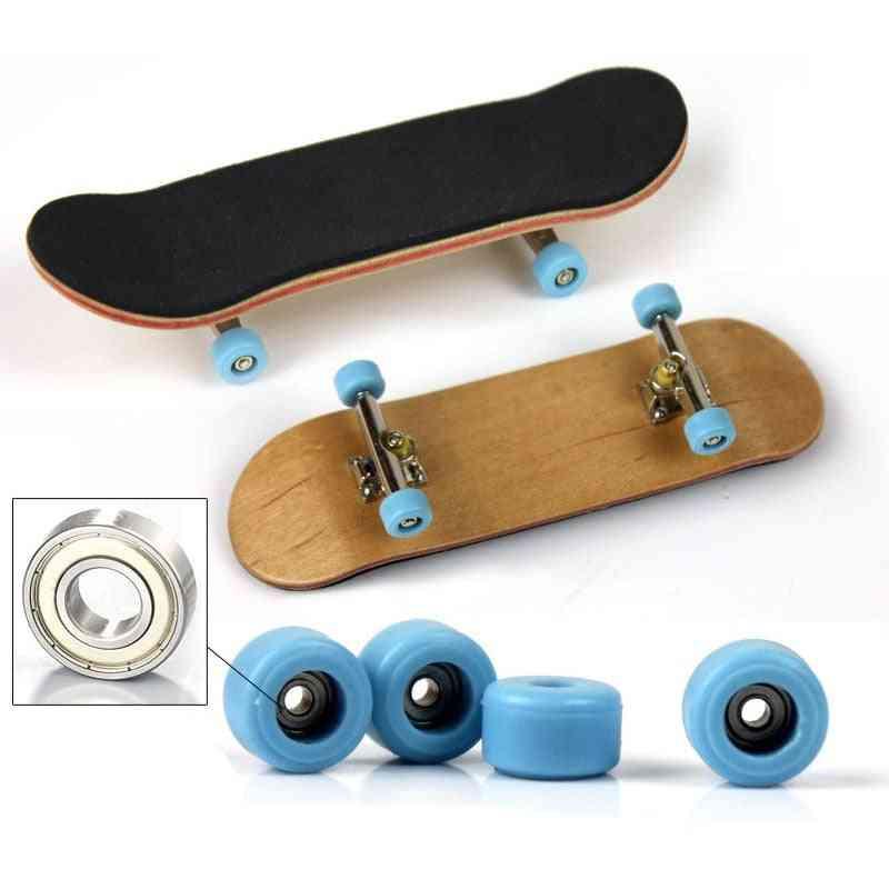 1 Set Of Wooden Finger Skateboard Toy For Adults/kids