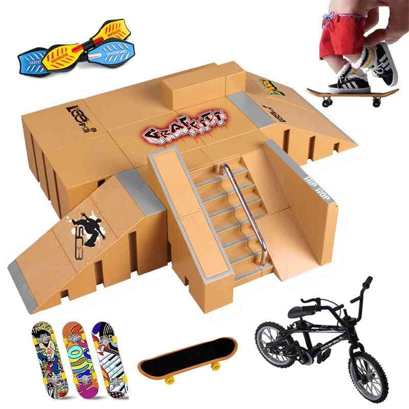 Mini Finger Skateboard & Skate Ramp Skatepark Play Set