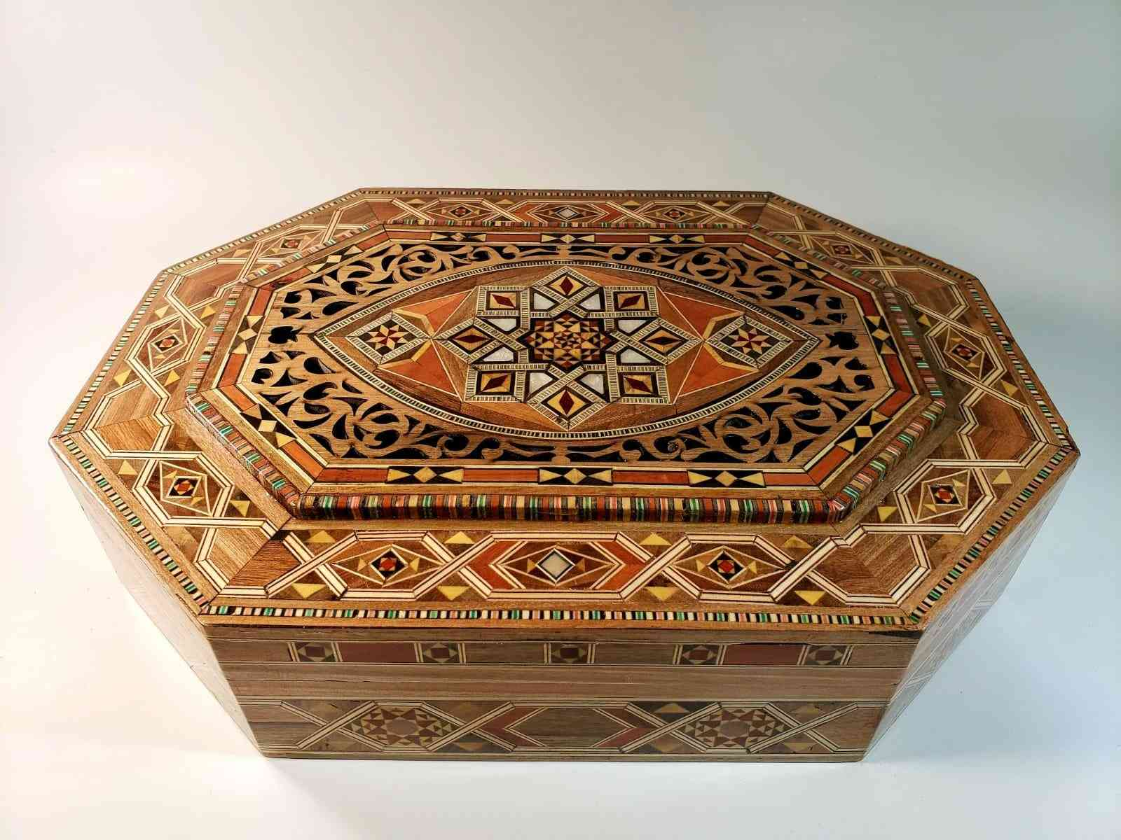 Multipurpose Mosaic Luxurious Big Box
