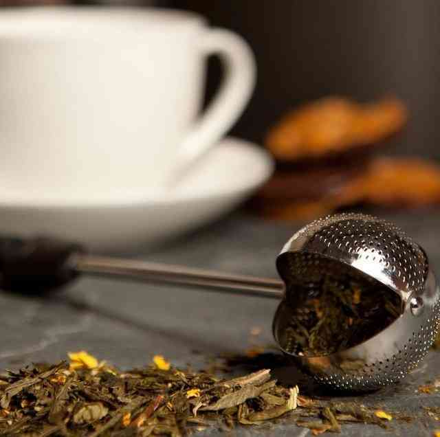 Twisting Tea Ball Infuser