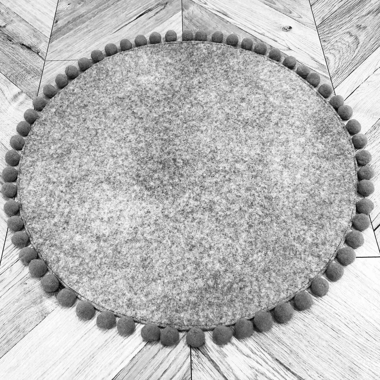 Saveplace® Flexible Woolen Round Pet Mat – Grey (diameter 50 Cm)