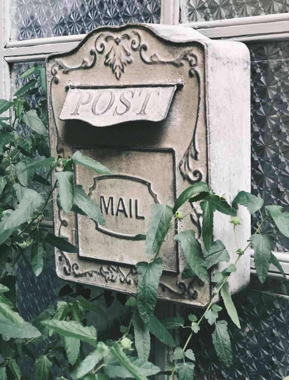Garden Decor Handcrafted Metal Retro Mailbox